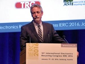 In den USA ist die Recyclingrate bei 34 Prozent steckengeblieben,  berichtete Steve Skurnac  (Foto: Dr. Jürgen Kroll)