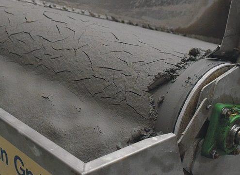 Die abgesetzten Elemente bilden einen  Filterkuchen von 5 bis 9 cm Stärke (Fotos Leiblein GmbH)