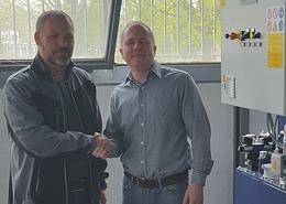 Herr Varga von Kaposplast und Herr Csákányi von HUN-IKA Kft. / Repräsentant der Firma Wagner  in Ungarn (von links) - Foto: Wagner Maschinenbau GmbH