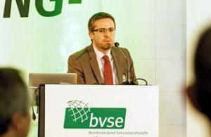 Emmanuel Katrakis erläuterte, wie eine marktorientierte Kreislaufwirtschaft realisiert werden könnte (Foto: bvse)