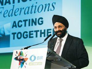 """Ranjit Baxi bei der konstituierenden Sitzung des """"Weltrats der Recyclingverbände"""": Recycling erfüllt die Kriterien für die Nachhaltigkeitsziele der Vereinten Nationen (Foto: BIR)"""