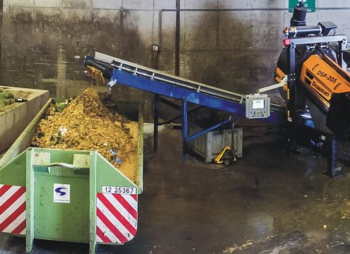 """Die DSP 205 nimmt die Eingabematerialien nach dem Prinzip """"Annahme wie eingesammelt"""" über einen Trichter auf und trennt Flüssig- von Feststoffanteilen (Foto: UNTHA)"""
