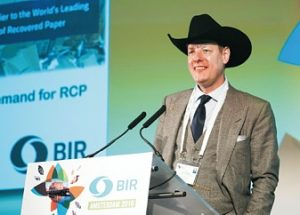 Wade Schuetzeberg warnte vor strengeren Qualitätskontrollen in China und setzt sich deshalb für eine Selbstregulierung der europäischen Altpapierbranche ein (Foto: BIR)